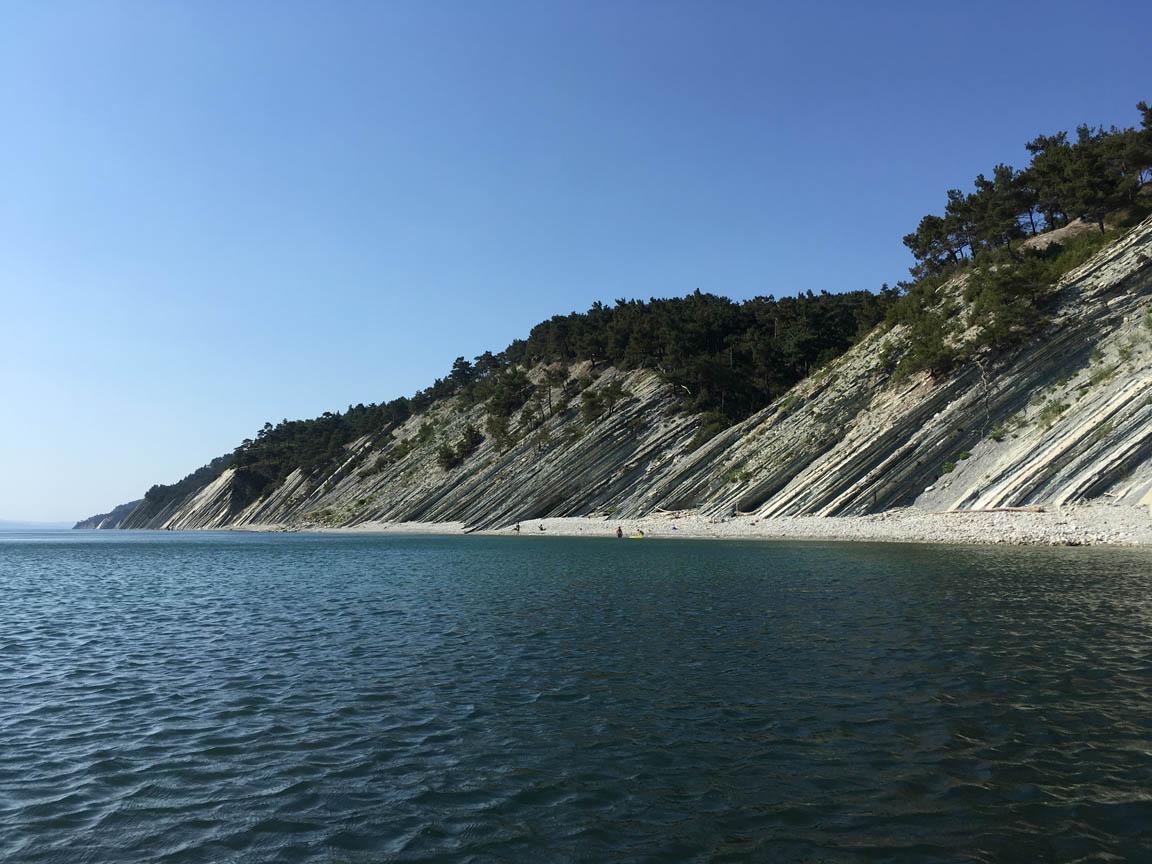 Один из множества диких пляжей Голубой бухты